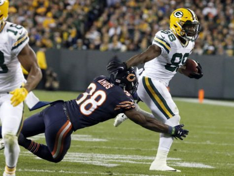 After gaining over 120 yard from scrimmage, TY Montgomery looks to maintain his high level of play as the Packers face the Falcons. Photo courtesy of Yahoo Sports.